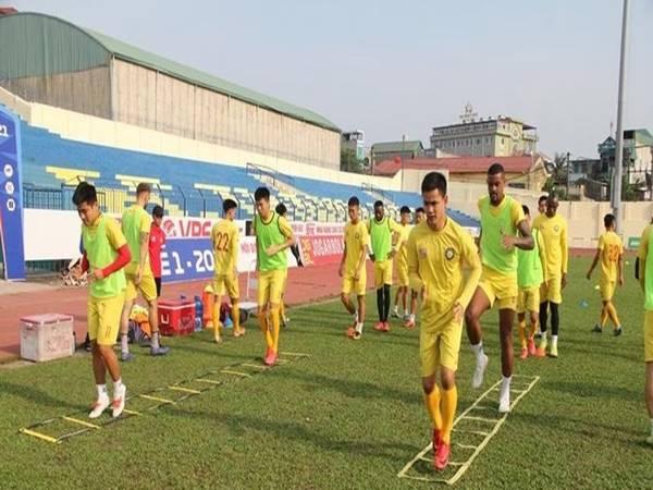 Bóng đá Việt Nam ngày 2/8: V-League nghỉ dài hạn