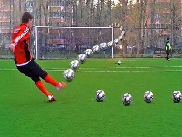 Cách đá bóng xoáy